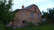 Цегляний будинок на Малорівненський
